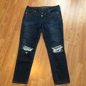 AE distressed tomgirl jeans